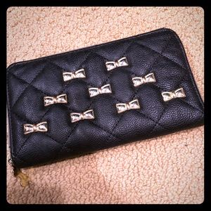 Betsey Johnson ❤️ Larger wallet clutch!